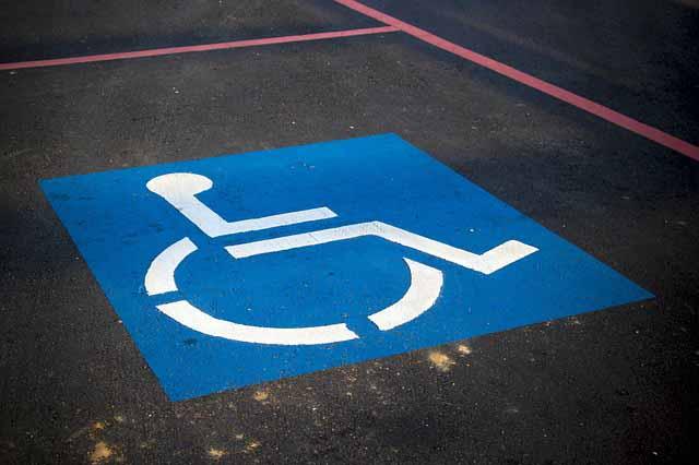 Aparcamiento-para-discapacitados-PMR